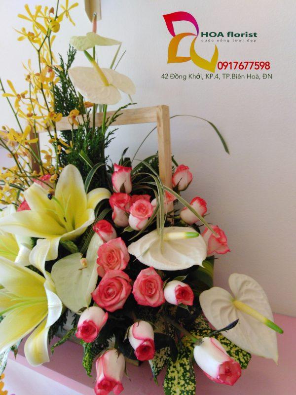 Sự giản dị, giỏ hoa, hoa tươi, hoa đẹp, hoa hồng, hoa ly, hoa lan bọ cạ, lan bọ cạp