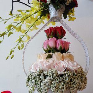 Wedding dress, giỏ hoa, hoa tươi, hoa hồng