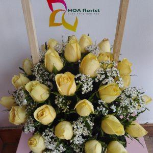 hoa vàng trên cỏ xanh, lẳng hoa, hoa tươi, hoa hồng, lẳng hoa hồng